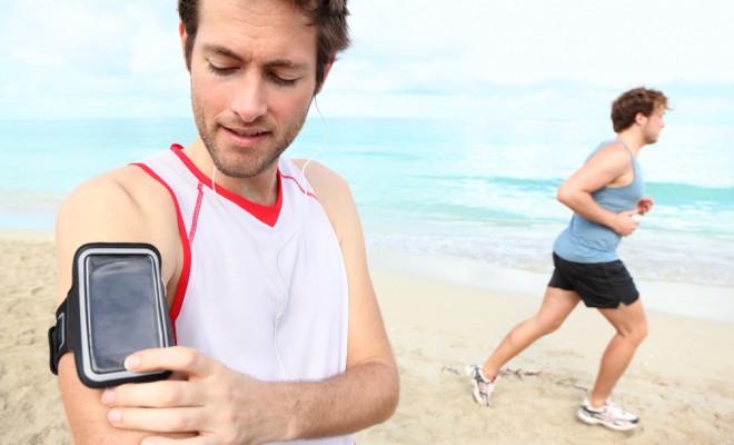 man-running-smartphone-app_95590333-660x400