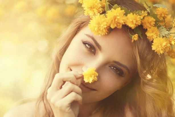 GIRL-WEARING-YELLOW-FLOWER-WREATH-1