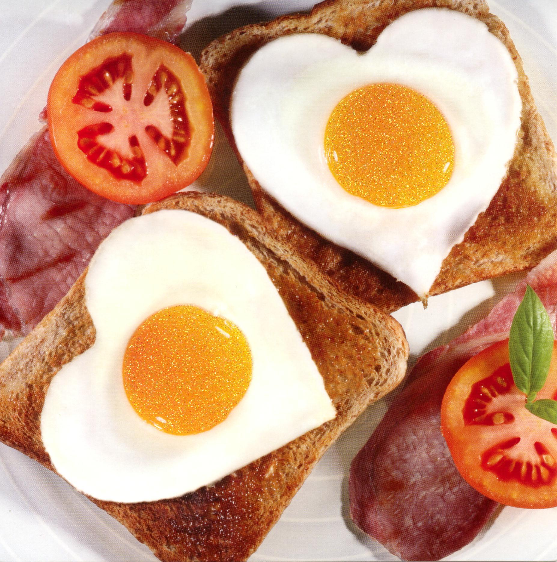 breakfast-heart-eggs