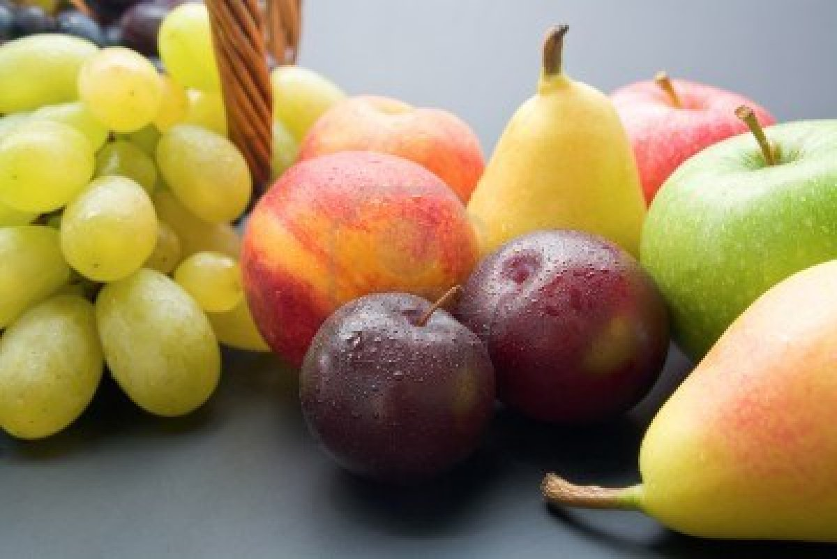 13961374-fruits-mix-of-fresh-ripe-fruits-close-up-plums-peaches-pears-apples-and-grapes-on-neutral-background