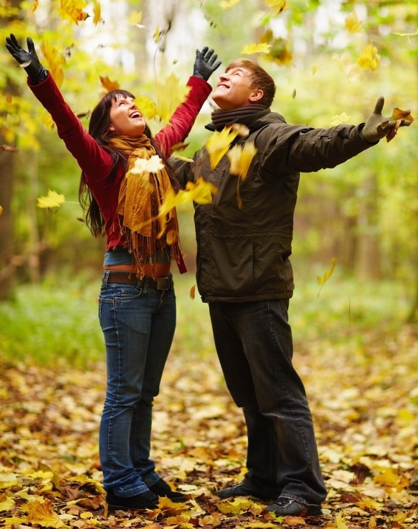 bigstock-autumn-happy-couple-enjoying-4142134-cropped2