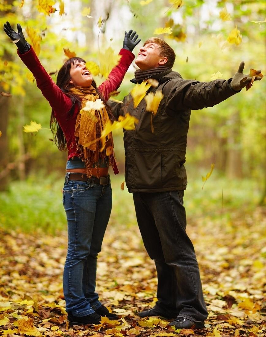 bigstock-autumn-happy-couple-enjoying-4142134-cropped2