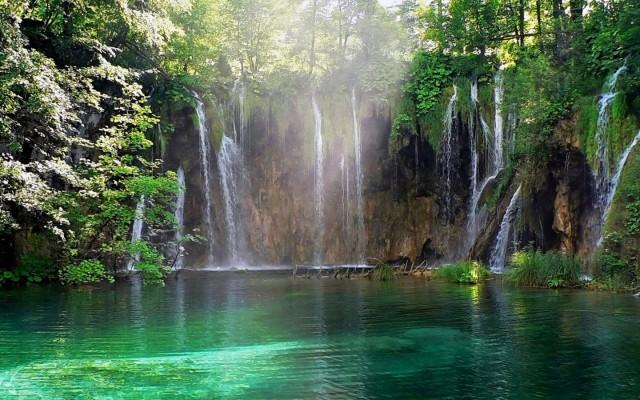 free-animated-waterfall-wallpaper