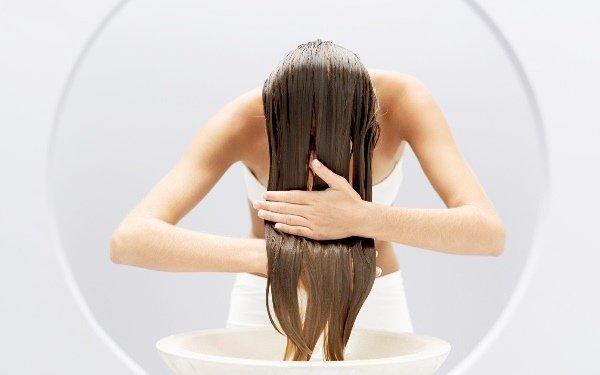 hajmosás-öblítés-nő