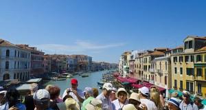 Italy, Veneto, Venice, Tourists on the Rialto Bridge over Grand Canal,